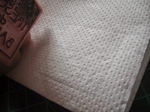 Nettoyer son tampon avec un chiffon doux pour enlever le surplus d'encre