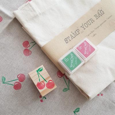 contenu du kit pour décoration tote bag en tissu avec tampon cerises