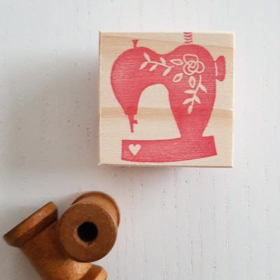 Tampon forme machine à coudre coeur