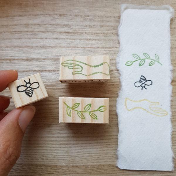 trio de tampons abeille main et branche proteger la nature