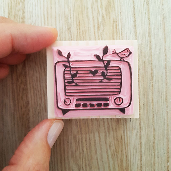 tampon la nature dans une radio vintage